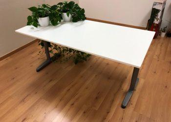 Biely kancelársky stôl